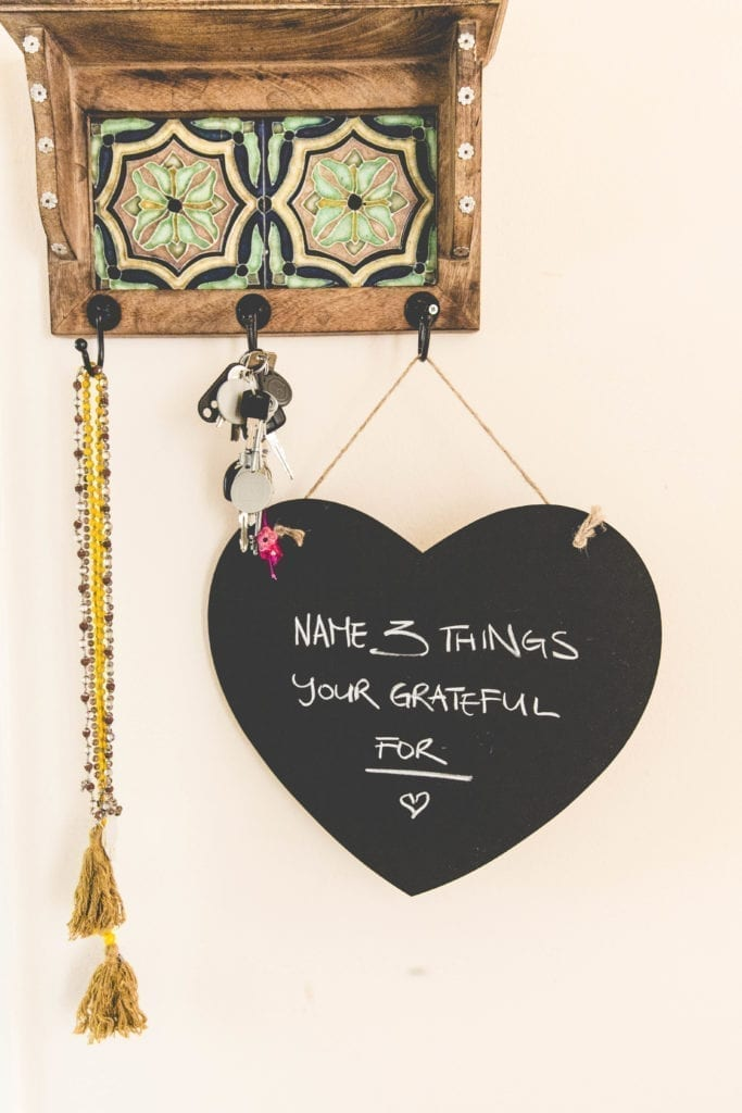 Anxiety symptoms write 3 things you are grateful for on a heart shaped sign